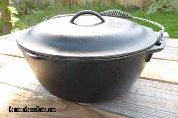 Cast iron Dutch oven for Dutch oven cooking