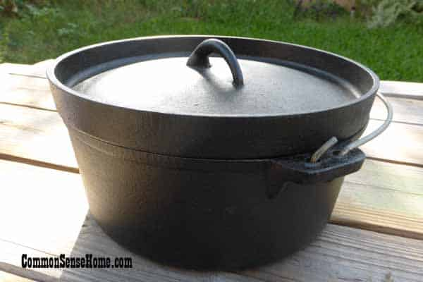 Cast iron Dutch oven with lipped lid but no feet