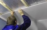 Монтаж пластиковых панелей на потолок – Статья-инструкция по монтажу пвх-панелей на потолок: фото и видео